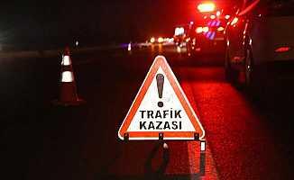 Bursa'da Otomobil Bariyerlere Saplandı