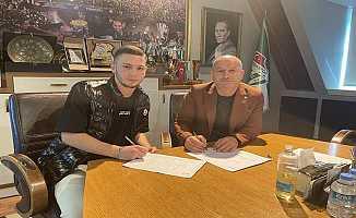 Bursaspor Şamilcan Bahçeli'yle Profesyonel Sözleşme İmzaladı