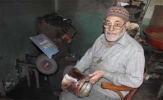 81 Yaşındaki Usta Bursa'da Antika ve Bakır Eşyaları Tamir Ediyor