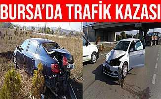 Bursa'da Yolun Ortasında Duran Araç Refüje Uçtu