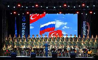 Haluk Levent ve Rus Kızılordu Korosu Bursa'da Konseri